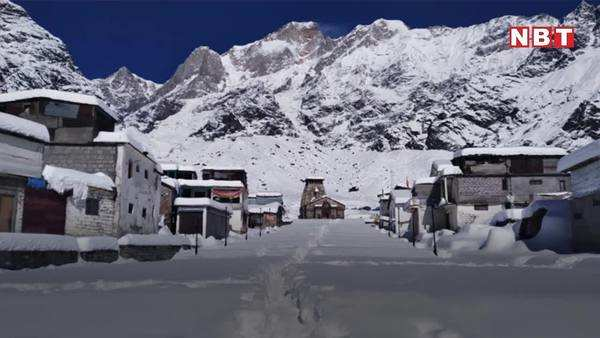 heavy snowfall near kedarnath temple