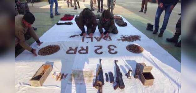 जम्मू-कश्मीर के सोपोर में सुरक्षाबलों ने बरामद किया हथियारों का जखीरा