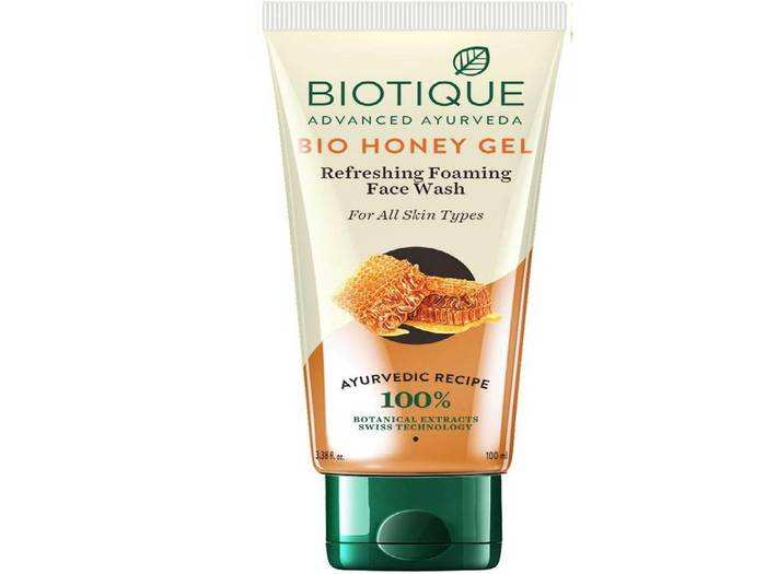 Amazon पर मिल रहे इन ब्रांडेड Facewash की मदद से आप सर्दियों में भी अपने चेहरे की चमक बरकरार रख सकते हैं