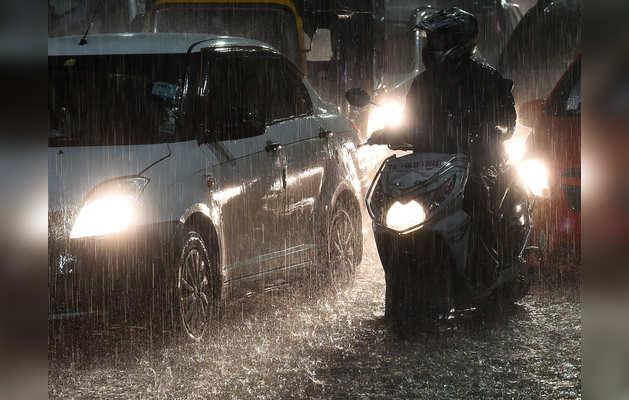 तमिलनाडु के कई जिलों में जारी है भारी बारिश