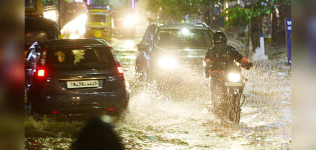 तमिलनाडु: अगले 24 से 48 घंटे में भारी बारिश का अलर्ट, कई जिलों के स्कूल-कॉलेज बंद