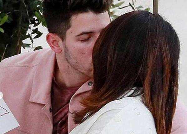 प्यार की पूरी दास्तां हैं ये रोमांटिक तस्वीरें