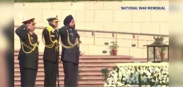 नौसेना दिवस 2019: एडमिरल करमबीर सिंह ने राष्ट्रीय समर स्मारक पर शहीदों को नमन किया