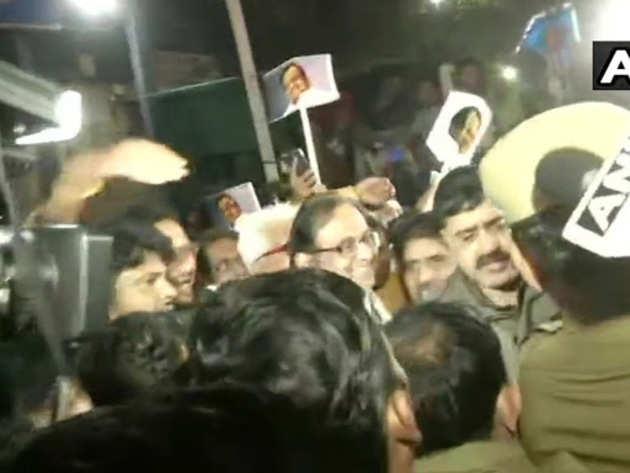 INX मीडिया केस: 106 दिन बाद तिहाड़ से रिहा हुए पूर्व वित्त मंत्री पी चिदंबरम, कहा-एक भी आरोप तय नहीं