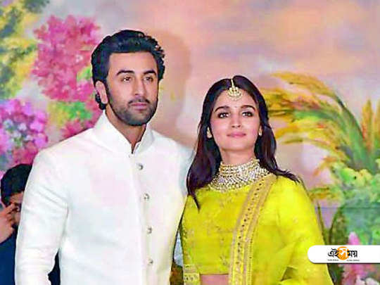 In a photoshoot some 15 years ago 11 year old alia bhatt felt shy to place her head on Ranbir Kapoor's shoulder