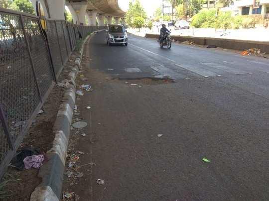 रस्त्यावर बुजवलेला खड्डा