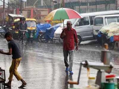देश के कई हिस्सों में नवंबर में हल्की बारिश हुई