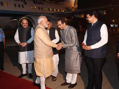 सीएम उद्धव ठाकरे ने किया प्रधानमंत्री नरेंद्र मोदी का स्वागत