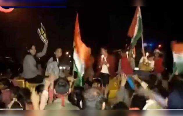 उन्नाव रेप में इंसाफ की मांग, दिल्ली में भीषण प्रदर्शन