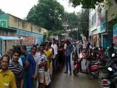 people standing in queue upto 3 km in tirupati to buy onion