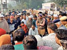 नाबालिग छात्रा से रेप में गिरफ्तारी नहीं, गुस्साए लोगों ने जाम किया रोड