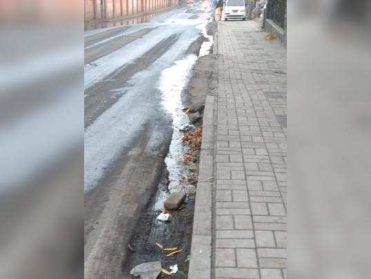 रामटेकडी रस्त्यावर पाण्याची नासाडी
