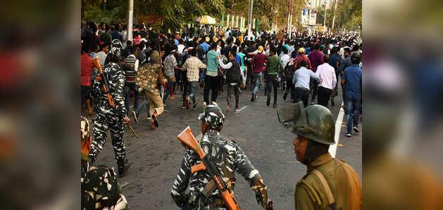 नागरिकता संशोधन बिल: असम के 10 ज़िलों में इंटरनेट और मोबाइल फोन पर प्रतिबंध, त्रिपुरा में हिंसक प्रदर्शन
