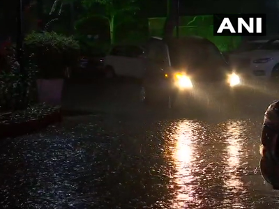 दिल्ली-एनसीआर में रातभर झमाझम बारिश, AI के कई विमानों को जयपुर डायवर्ट किया गया