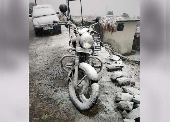 मौसम की पहली बर्फबारी