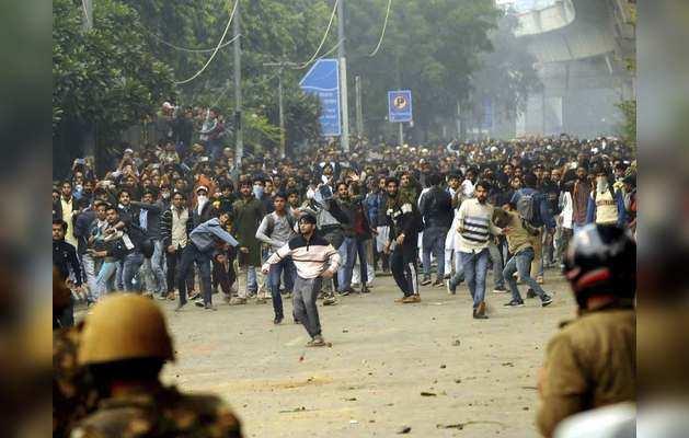 नागरिकता कानून पर असम से दिल्ली तक पहुंचा प्रदर्शन, जामिया में आंदोलन, मुस्लिम संगठन भी सड़कों पर उतरे