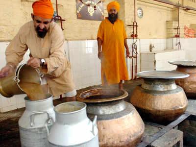 बंगला साहिब गुरुद्वारे में बनता भोजन (फाइल फोटो)
