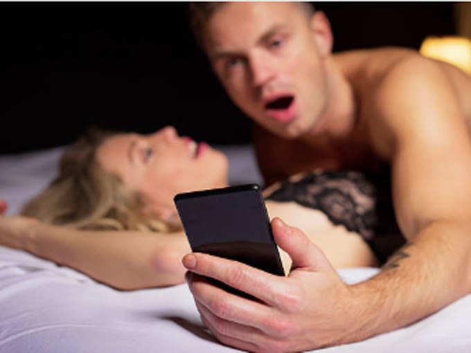 60% लोगों ने स्मार्टफोन के कारण सेक्स लाइफ में समस्या की बात स्वीकारी