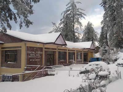 शिमला के नरकंडा में बर्फबारी के बाद सामने आई तस्वीर