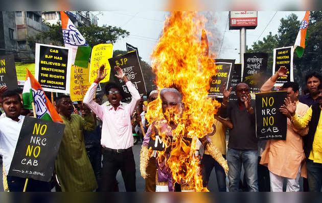 पश्चिम बंगाल में नागरिकता संशोधन कानून के खिलाफ हुआ हिंसक प्रदर्शन