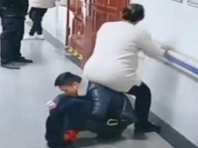 वायरल विडियो: जब थकी हुई प्रेग्नेंट पत्नी के लिए 'कुर्सी' बना पति