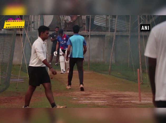 क्रिकेट प्रैक्टिस करते दिखे सैफ के बेटे इब्राहिम