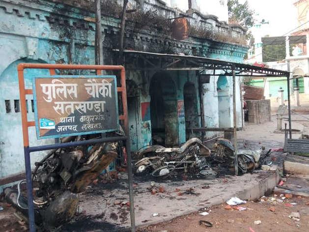 लखनऊः नागरिकता कानून के खिलाफ हिंसक हुआ प्रदर्शन, पुलिस चौकी फूंकी