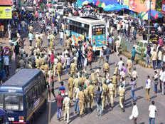 महाराष्ट्र: नागरिकता कानून का विरोध कर रहे लोगों ने बसों पर किया पथराव