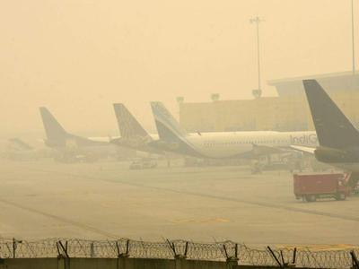 उत्तर भारत में कोहराः कई ट्रेनें लेट, 19 विमान रद्द