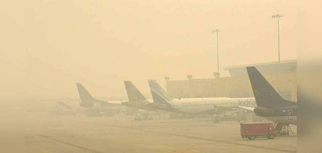 दिल्ली में छाया घना कोहरा, 46 से अधिक उड़ानें रद्द