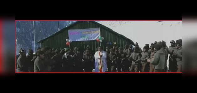 एलओसी पर तैनात सेना के जवानों ने मनाया क्रिसमस