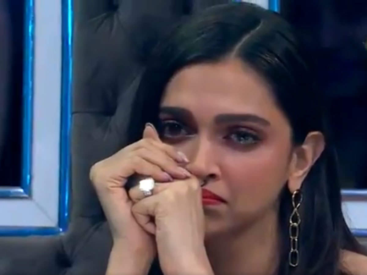 deepika padukone cries in dance plus 5: VIDEO: ...और शो के दौरान सबके सामने  रो पड़ीं दीपिका पादुकोण - deepika padukone cries in dance reality show  dance plus 5 during chhapaak promotion | Navbharat Times