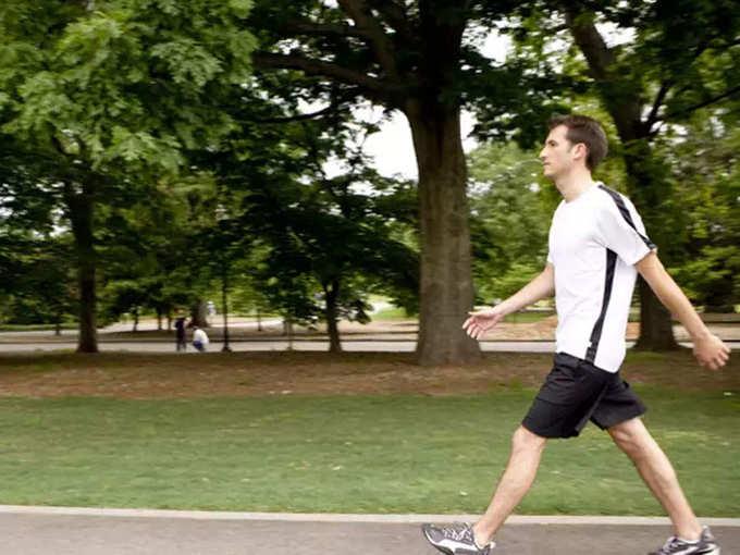 आरोग्यासाठी चालणं अतिशय फायद्याचं