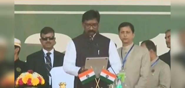 विपक्ष के शक्ति प्रदर्शन के बीच हेमंत सोरेन ने दूसरी बार ली झारखंड के मुख्यमंत्री पद की शपथ