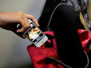 चोरी हुए मोबाइल फोन को करें ब्लॉक और ट्रैक, सरकार ने लॉन्च किया खास वेब पोर्टल