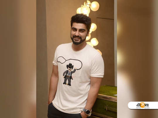 Arjun Kapoor shares a funny picture of his family members