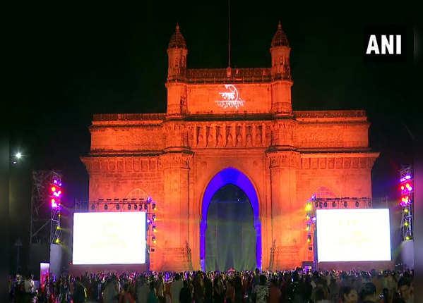 मुंबई के गेटवे ऑफ इंडिया से न्यू ईयर