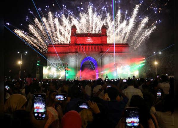 नए साल के वेलकम में झूम उठा पूरा भारत