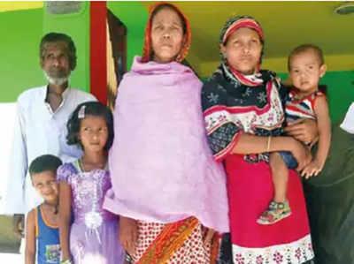 अपने परिवार के साथ रहीमा (बाएं)