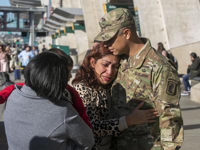 US आव्रजन विभाग ने आर्मी ऑफिसर की मां को निर्वासित कर 31 साल बाद मेक्सिको भेजा