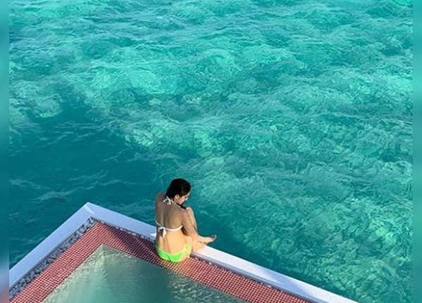 मालदीव में बिता रहीं बढ़िया वक्त