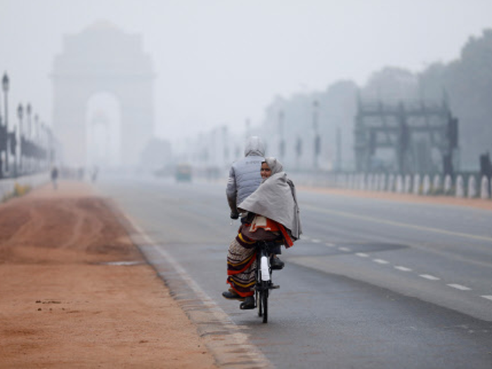 उत्तर भारत में कहीं लुढ़का पारा, कहीं बढ़ते तापमान ने दिलाई ठंड से राहत