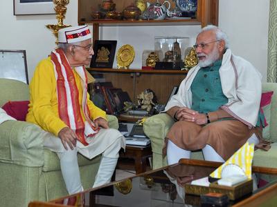 बीजेपी के वरिष्ठ नेता मुरली मनोहर जोशी के जन्मदिन पर पीएम मोदी ने घर जाकर दी शुभकामनाएं
