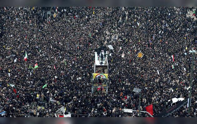 कासिम सुलेमानी को अंतिम विदाई देने पहुंचे हजारों लोग