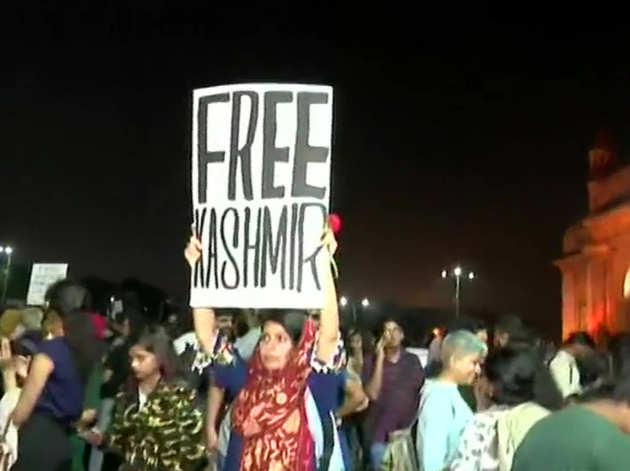 फ्री कश्मीर के पोस्टर से सियासी बवाल