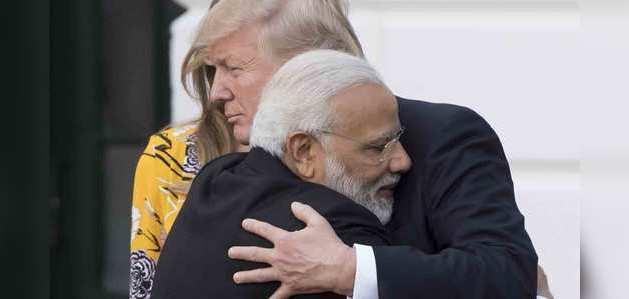 पीएम मोदी ने अमेरिकी राष्ट्रपति से फोन पर की बात