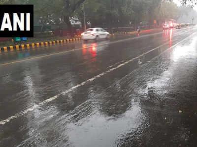 दिल्ली के फिरोजशाह रोड का दृश्य