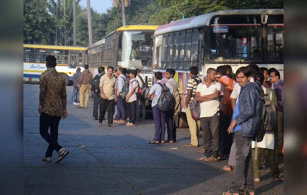 भारत बंद के कारण विशाखापत्तनम में बस यातायात प्रभावित हुआ।