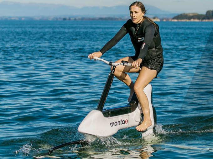 आ गई पानी पर चलने वाली बाइक, देखें तस्वीरें