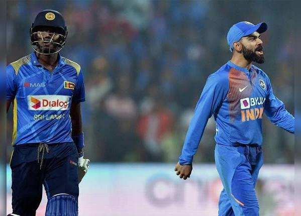 मैच के दौरान कप्तान विराट कोहली